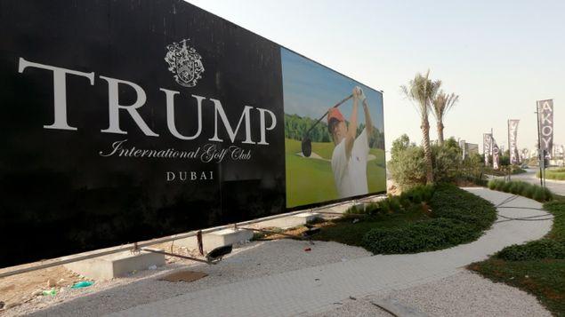 Migrantes hispanos denunciaron que Trump los contrató para sus campos de golf sin tener documentos y que luego los despidió. (Foto: AFP)