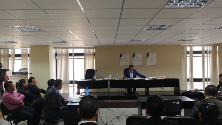 El juez Pedro Rodolfo Lainez envió a juicio a cinco procesados del caso Hogar Seguro y estimó que hubo suficientes medios de prueba. (Foto Prensa Libre:  Edwin Pitán)