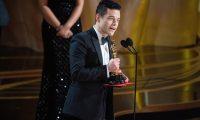 """EPA4327. LOS ANGELES (ESTADOS UNIDOS), 25/02/2019.- El actor Rami Malek acepta el Óscar al mejor actor por su papel en """"Bohemian Rhapsody"""" durante la 91º ceremonia de entrega de los premios Óscar celebrada el domingo, día 24, en el Dolby Theatre en Hollywood, California (Estados Unidos). EFE/ Terekah Najuwan/Ampas FOTO CEDIDA SOLO USO EDITORIAL PROHIBIDA SU VENTA CRÉDITO OBLIGATORIO LA IMAGEN NO PUEDE ALTERARSE / SOLO SE PERMITE SU USO EDITORIAL SOLO PARA ILUSTRAR INFORMACIONES REFERIDAS A LA GALA/ SOLO SE PERMITE UTILIZAR LA IMAGEN UNA ÚNICA VEZ"""
