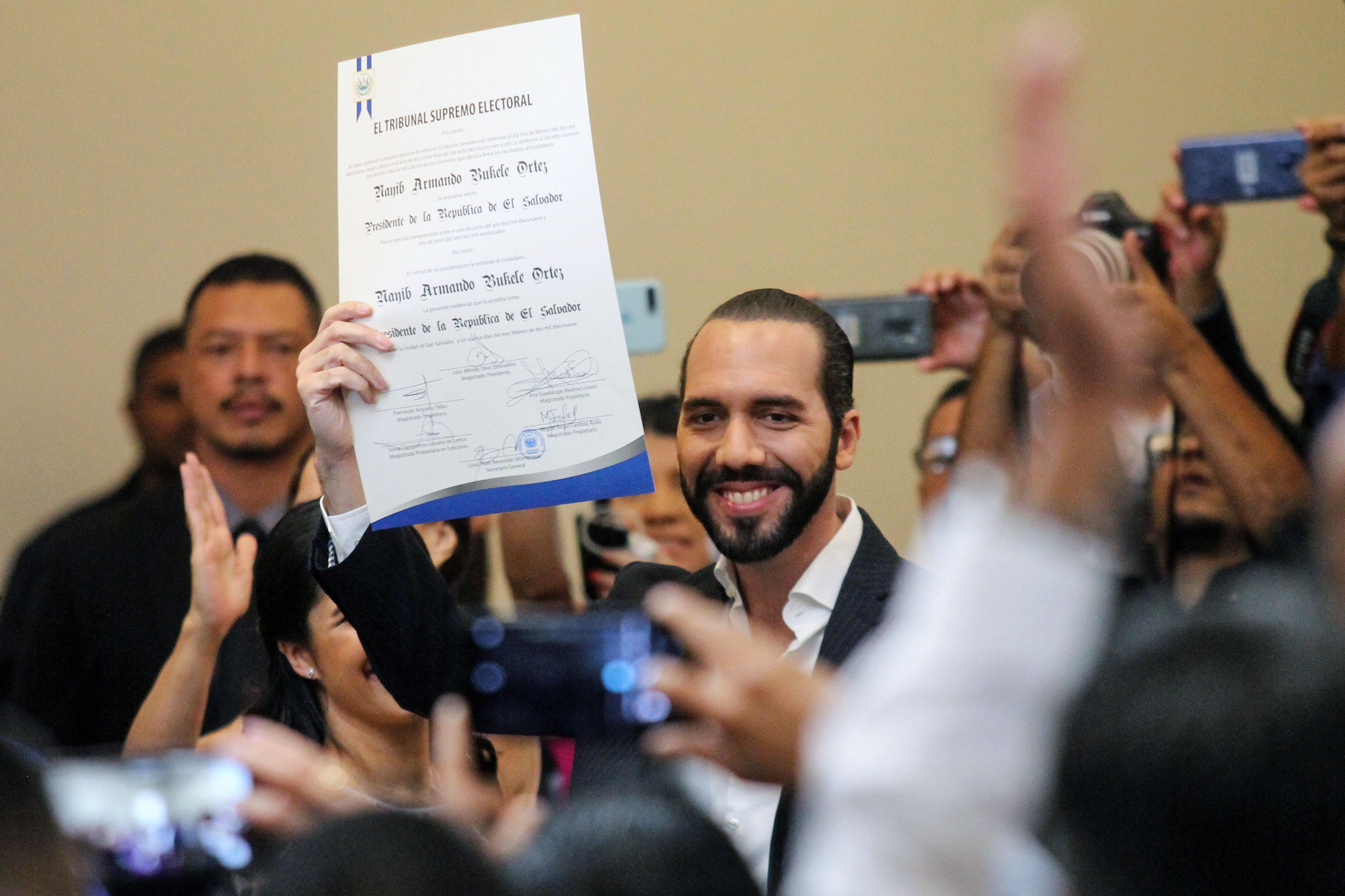 Nayib Bukele recibió el 15 de febrero su credencial como presidente electo de El Salvador para el período 2019-2024. La toma de posesión será el próximo 1 de junio. (Foto, Prensa Libre: AFP).