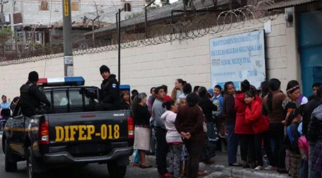 A través del Programa Escuelas Seguras, el ministerio de Educación espera frenar la violencia en los centros educativos. (Foto Prensa Libre: Hemeroteca PL)