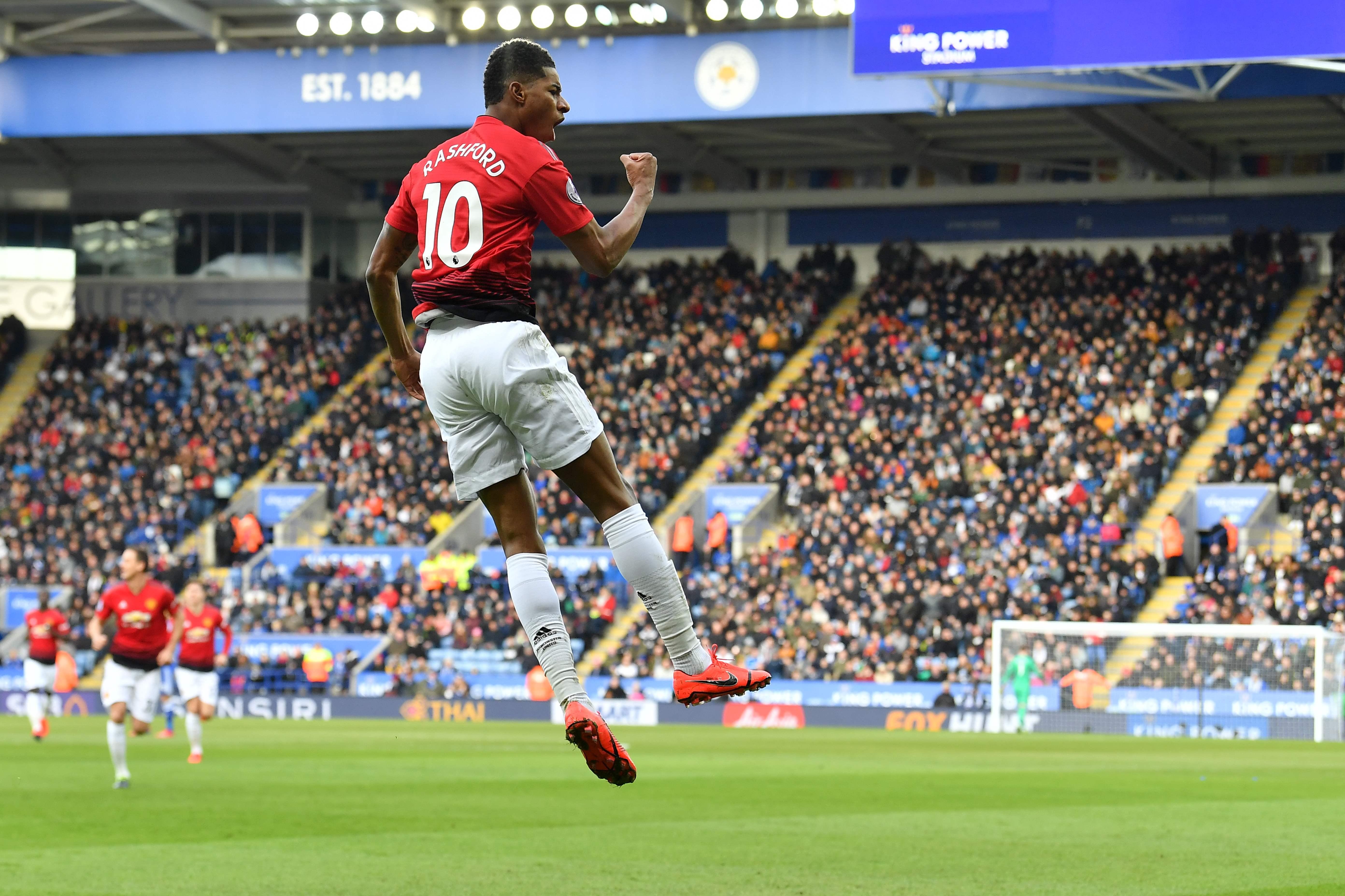 Rashford festeja el gol que le dio el triunfo al United. (Foto Prensa Libre: AFP)