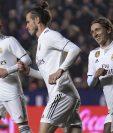Gareth Bale (centro) festeja después de anotar el segundo gol del Real Madrid. (Foto Prensa Libre: AFP)