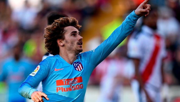 Atletico Madrid's French forward Antoine Griezmann celebrates after scoring a goal during the Spanish League football match between Rayo Vallecano and Atletico de Madrid at the Vallecas stadium in Madrid on February 16, 2019. (Photo by OSCAR DEL POZO / AFP)