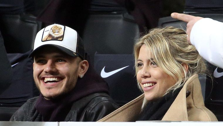 Milan (Italy), 17/02/2019.- Inter Milan's Mauro Icardi and his wife Wanda Nara watch the Italian Serie A soccer match between FC Inter and Sampdoria at Giuseppe Meazza stadium in Milan, Italy, 17 February 2019. (Italia) EFE/EPA/MATTEO BAZZI