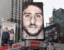 Colin Kaepernick ha sido protagonista de una de las grandes controversias en la NFL. (Foto Prensa Libre: AFP)