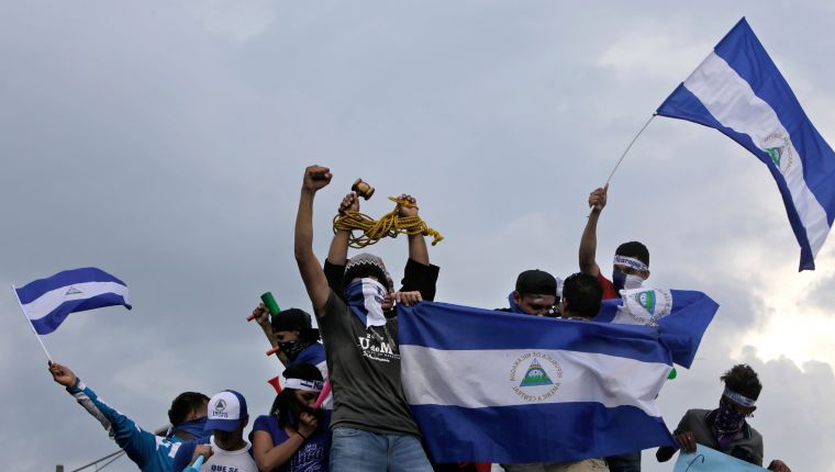 (FILES) In this file picture taken on May 26, 2018 anti-government demonstrators stage a protest demanding Nicaraguan President Daniel Ortega and his wife, Vice President Rosario Murillo, to stand down, in Managua. - The Nicaraguan justice on February 18, 2019 imposed sentences of more than 200 years of prison each to opposition leader Medardo Mairena and Pedro Mena for participating in the violent protests against Daniel Ortega's government last year, their lawyer told AFP. (Photo by Inti OCON / AFP)