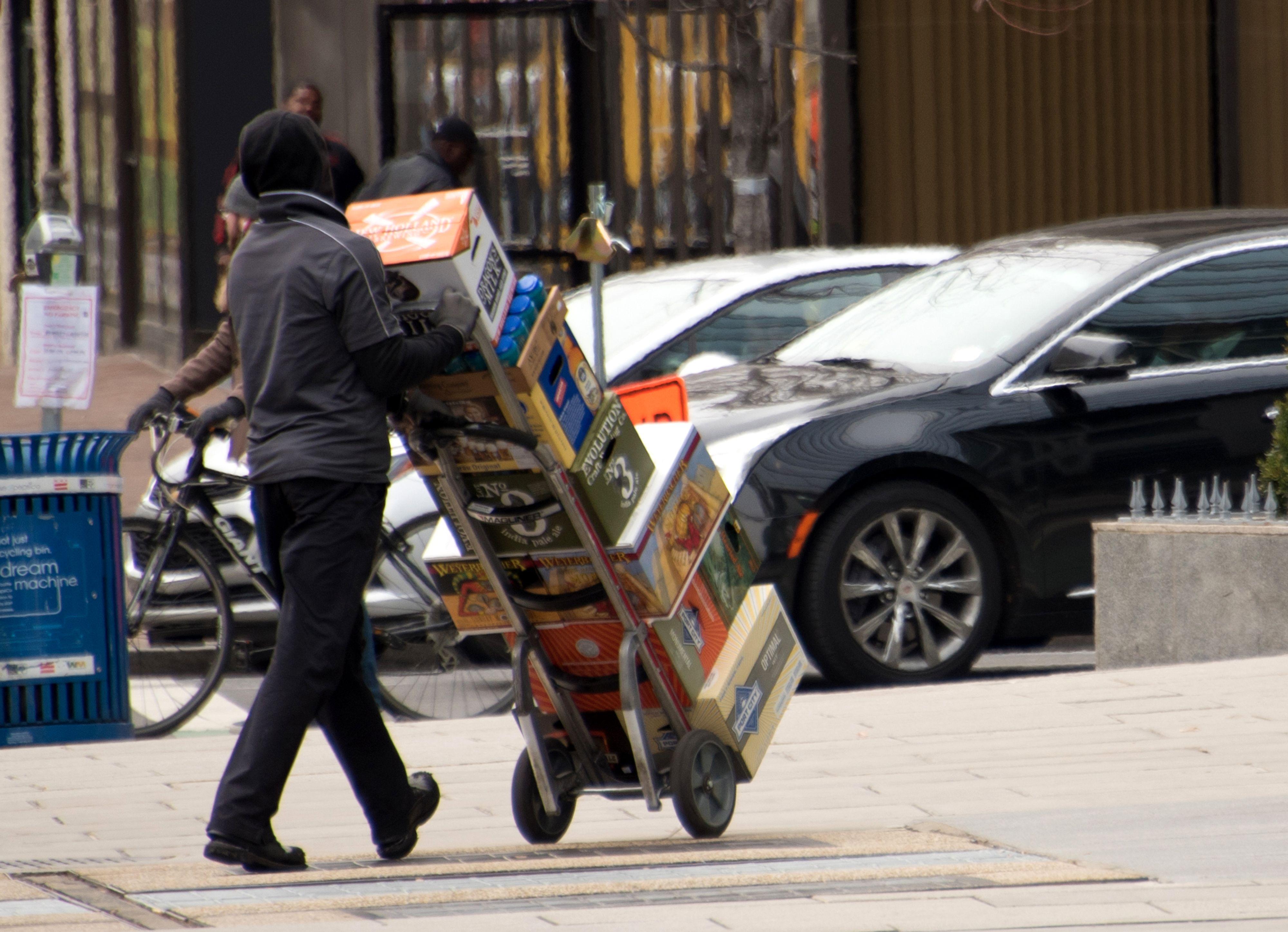 La creación de empleos en Estados Unidos experimentó otro mes de éxito en enero, superando el cierre del gobierno, pero esa interrupción ayudó a elevar la tasa de desempleo. (Foto Prensa Libre: AFP)