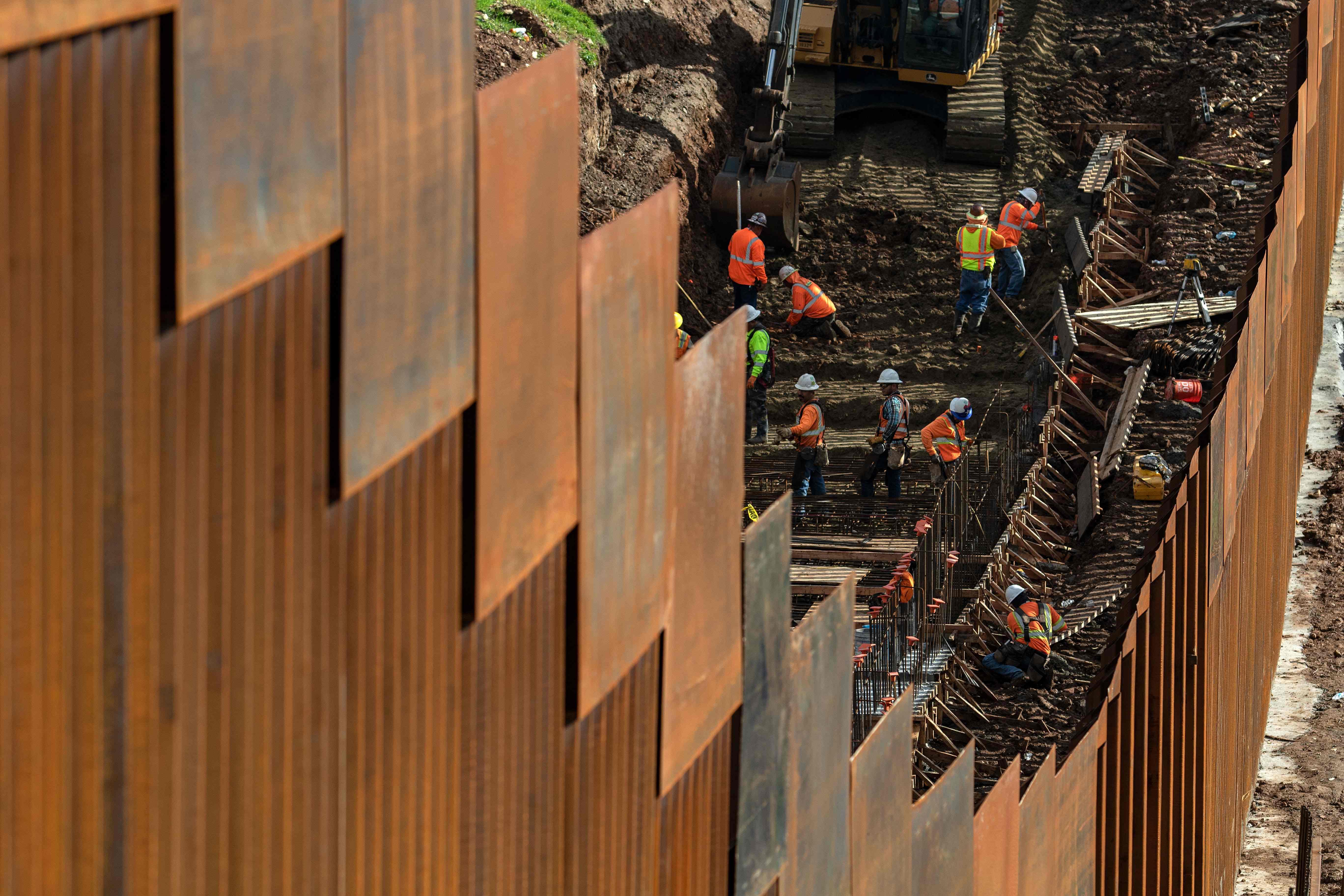 La edificación de un muro fronterizo fue una de las promesas de campaña de Trump. (Foto Prensa Libre: AFP)