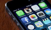 Facebook es propietaria de algunas de las aplicaciones para teléfonos inteligentes más usadas como Instagram, Messenger y WhatsApp. (Foto Prensa Libre: AFP)