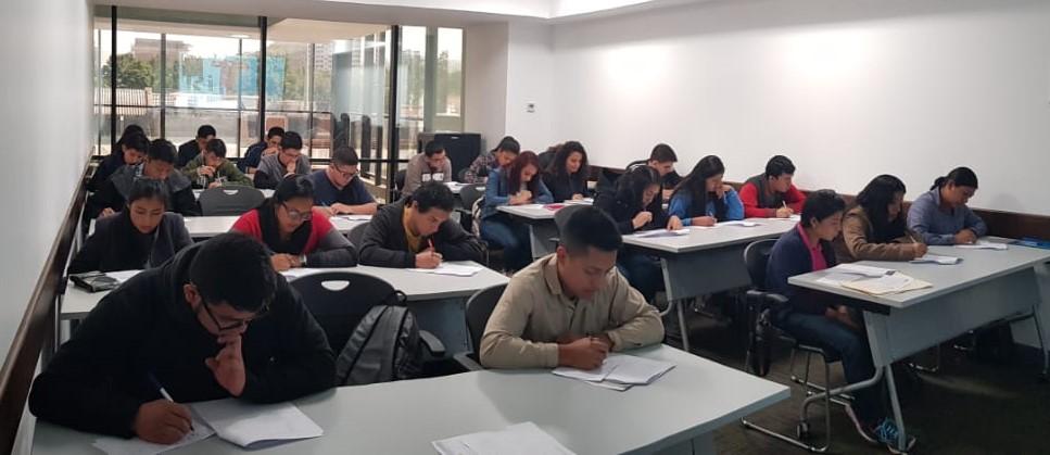 Quienes deseen aplicar a una de las becas de inglés para el trabajo deben asistir el 9 de febrero del 2019 en las instalaciones de Agexport en Zona 13. (Foto Prensa Libre: Hemeroteca)