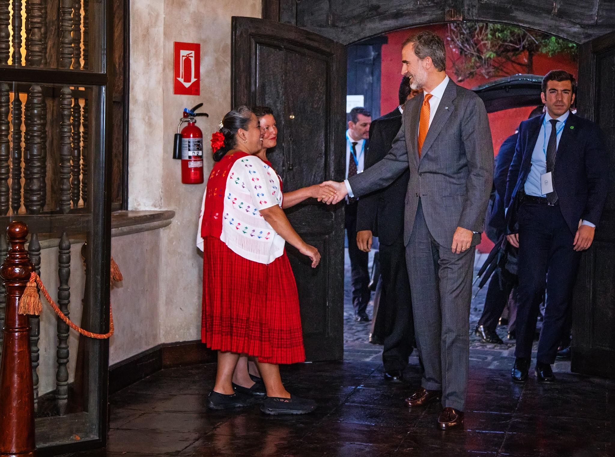 El Rey Felipe VI cuando ingresó a Porta Hotel, en Antigua Guatemala. (Foto Prensa Libre: Cortesía)