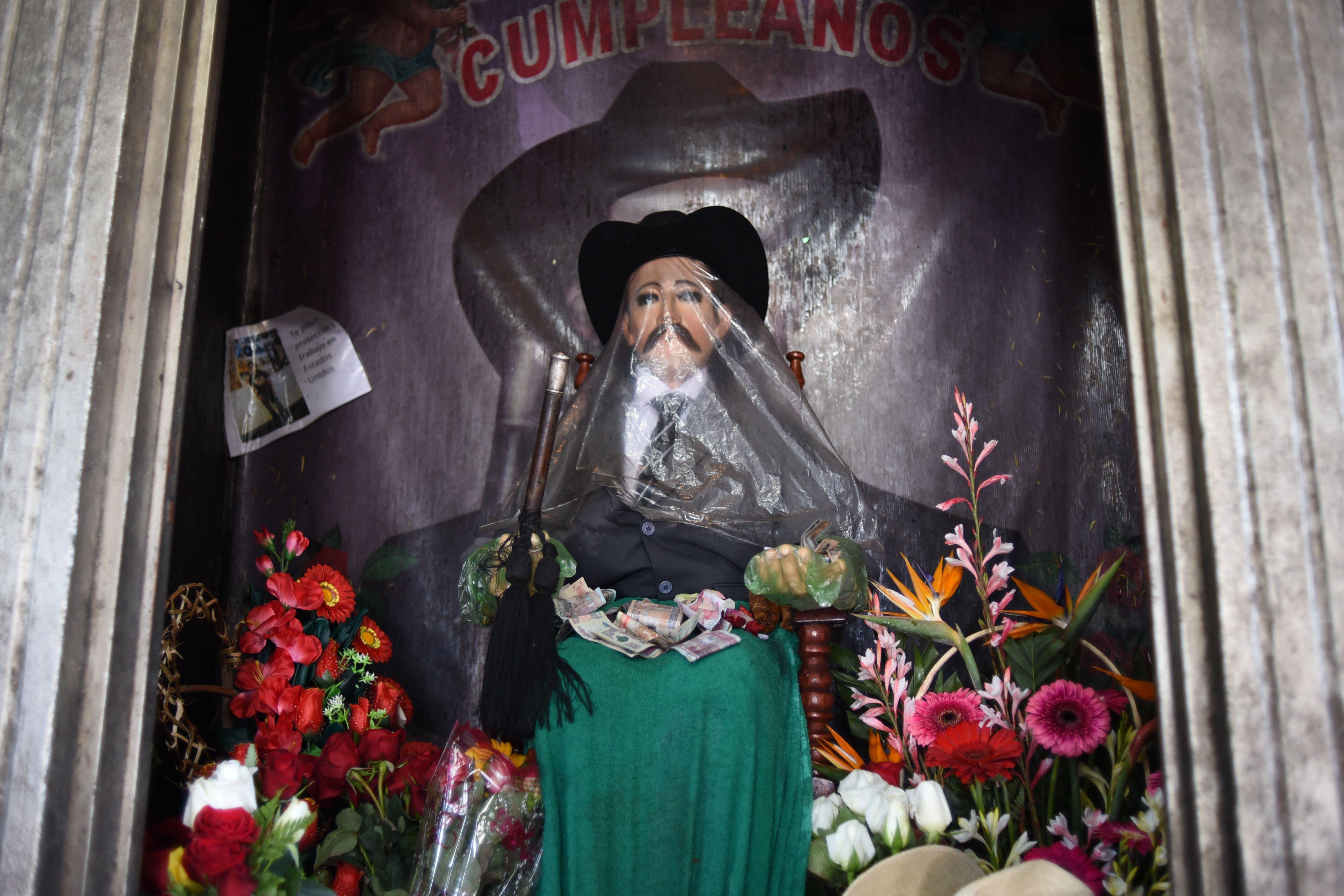 Imagen de San Simón en San Andrés Itzapa, Chimaltenango. (Foto Prensa Libre: AFP).