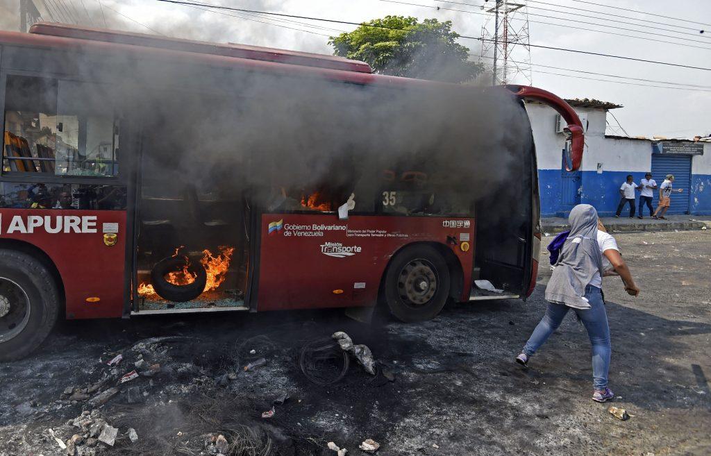 Varios destrozos se pueden observar en la frontera entre Colombia y Venezuela por los enfrentamientos entre opositores y seguidores del régimen de Nicolás Maduro