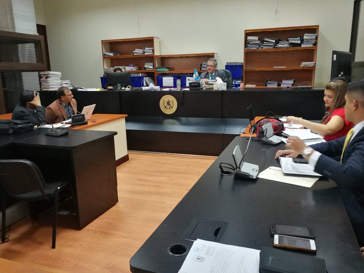 El juez Miguel Gálvez otorgó beneficios a Giovanni Marroquín Navas. (Foto Prensa Libre: Kenneth Monzón)