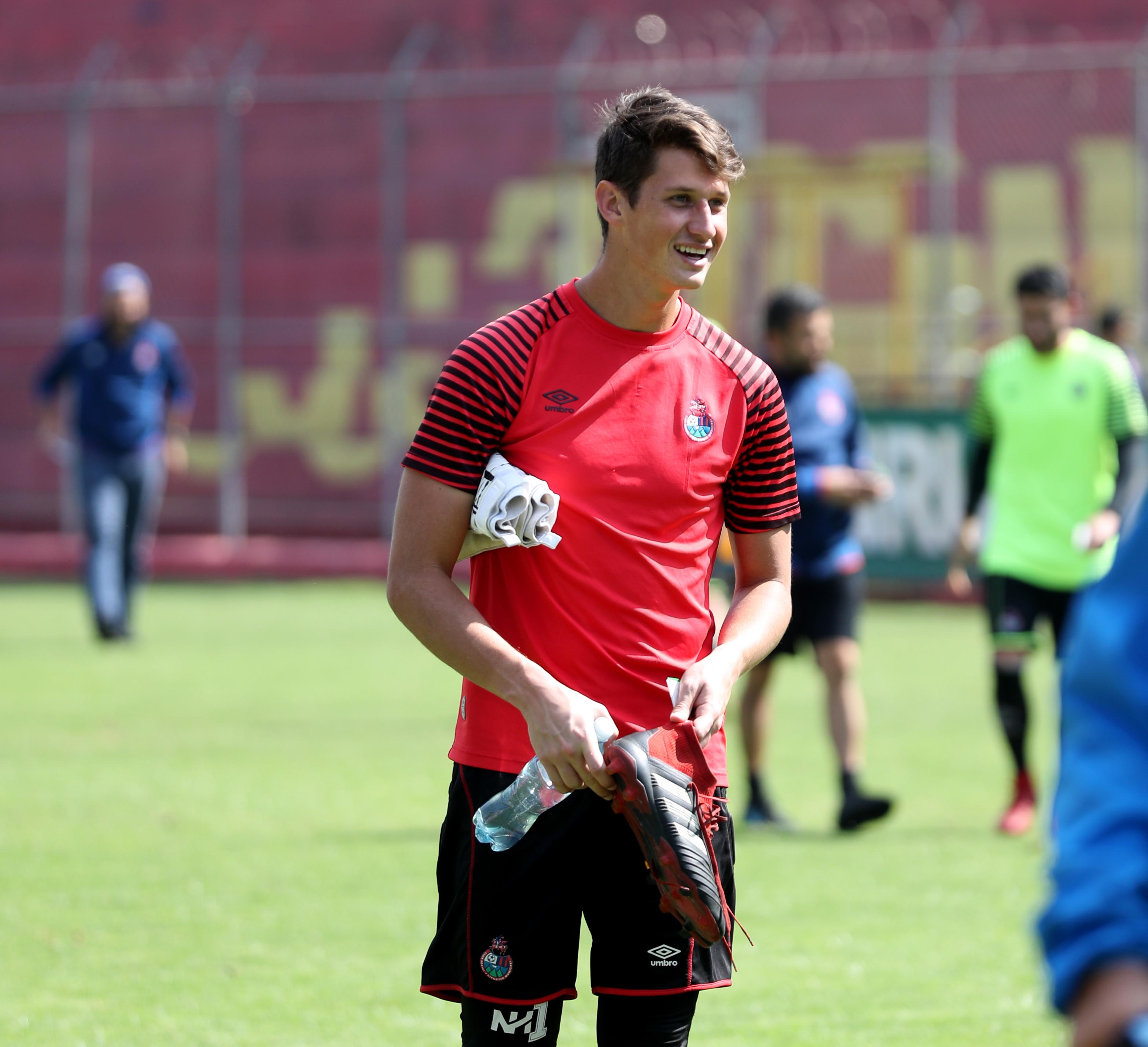 El portero Nicholas Hagen pasa un buen momento con el equipo escarlata (Foto Prensa Libre: Carlos Vicente)