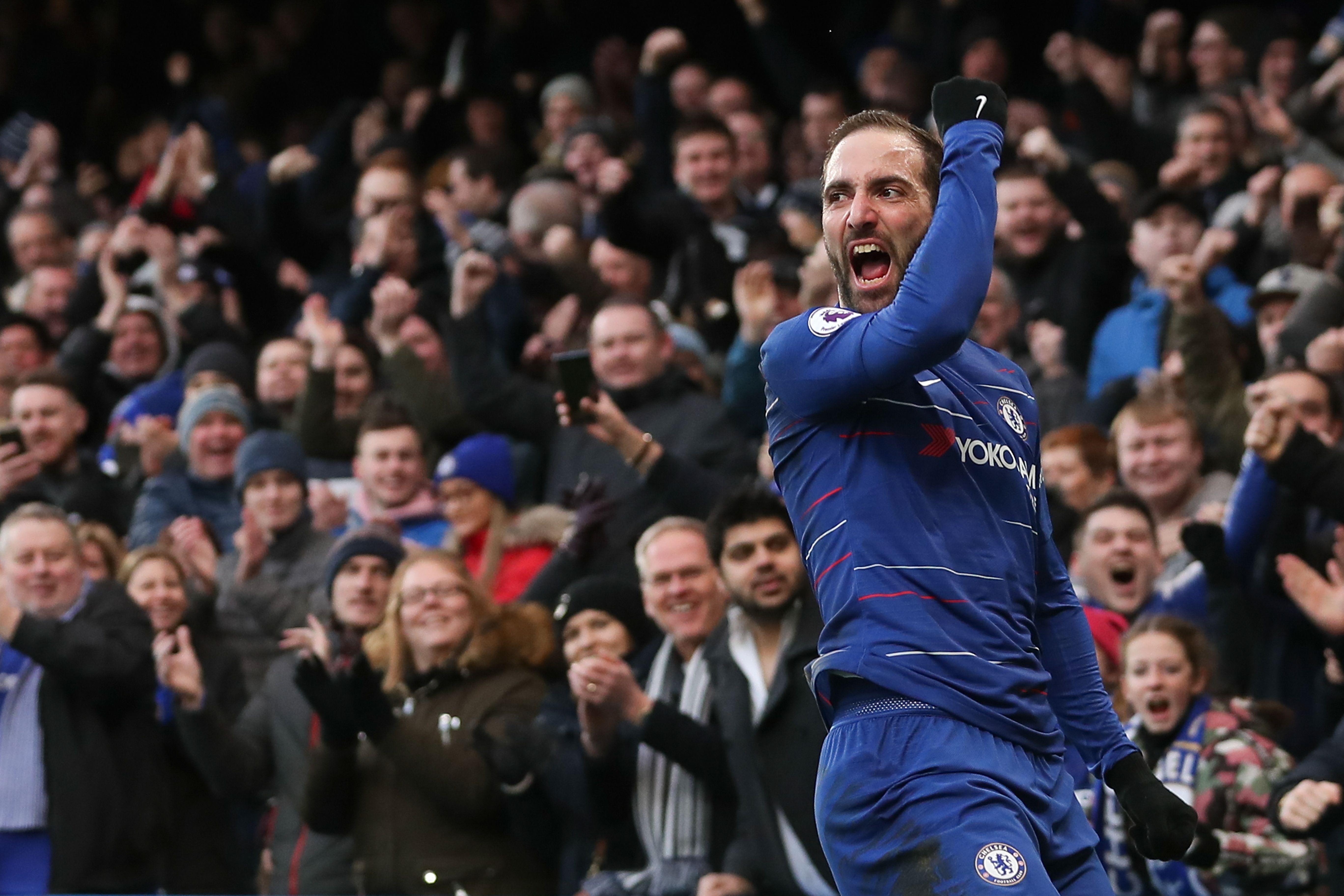 El delantero Gonzalo Higuaín aportó un doblete en la goleada del Chelsea contra el Huddersfield (Foto Prensa Libre: AFP)