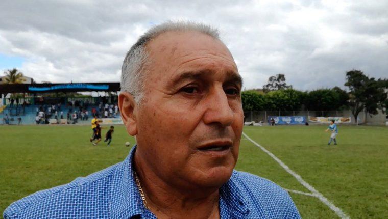 'El Chueco' Trujillo queda fuera de Sanarate después de la derrota de los orientales contra Municipal. (Foto Prensa Libre: Sanarate)