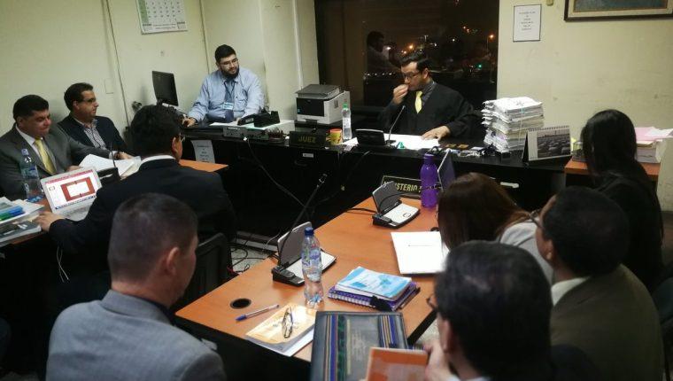 La audiencia de revisión se realizó desde las 18:37 horas en el Juzgado Décimo Penal. (Foto Prensa Libre: Óscar Rivas)