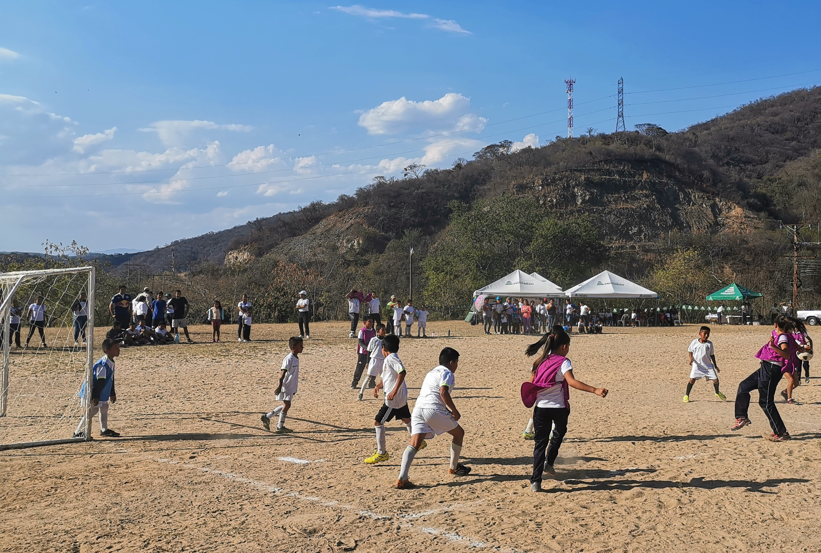 La nueva Escuela Socio Deportiva funcionará en la aldea El Carrizo, San Atonio La Paz. (Foto Prensa Libre: Cortesía Fundación Carlos F. Novella).