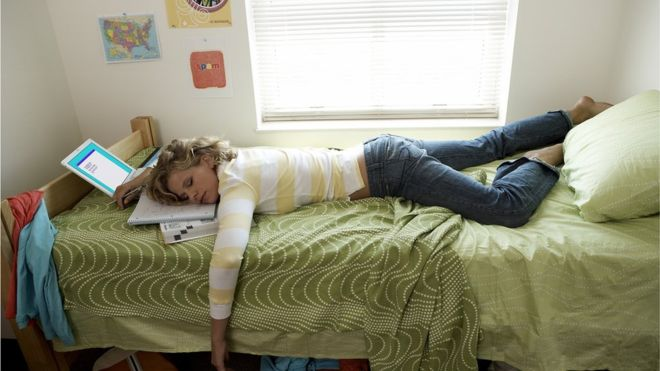 Un nuevo experimento sugiere que es posible aprender nuevas palabras mientras te encuentras profundamente dormido (GETTY IMAGES)