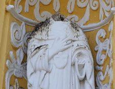 La imagen de Santa María de Cervellón fue decapitada. (Foto Prensa Libre: Julio Sicán)