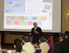 explicó Italo Pizzolante consultor en estrategia y comunicación participó en el foro Ciudadanía Empresarial Responsable del Centrarse. (Foto, Prensa Libre: Érick Ávila).