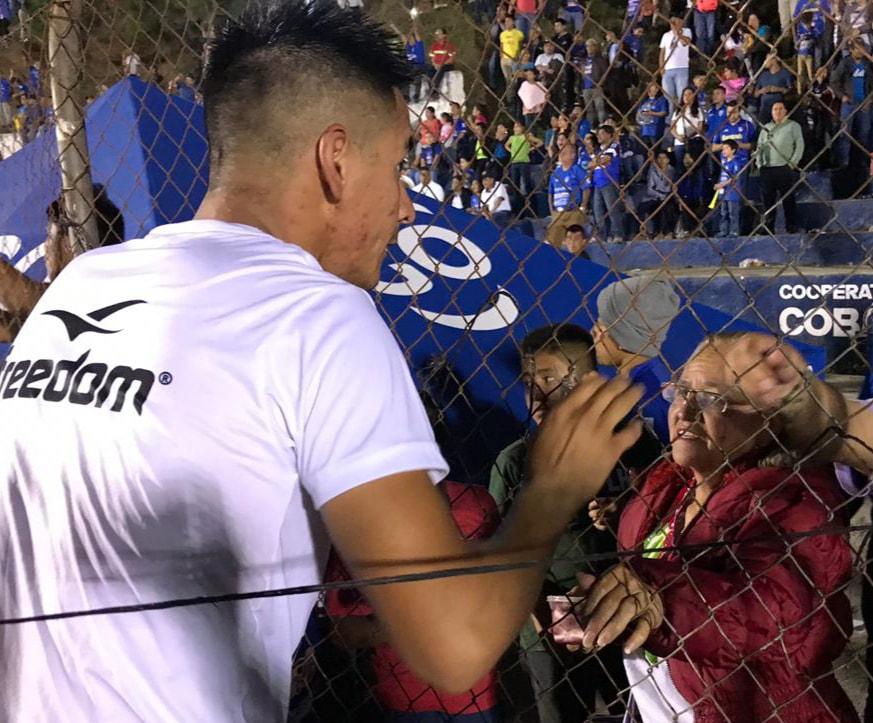 Kevin Mérida Lam del deportivo San Pedro de la Primera División tiene un ángel en las gradas