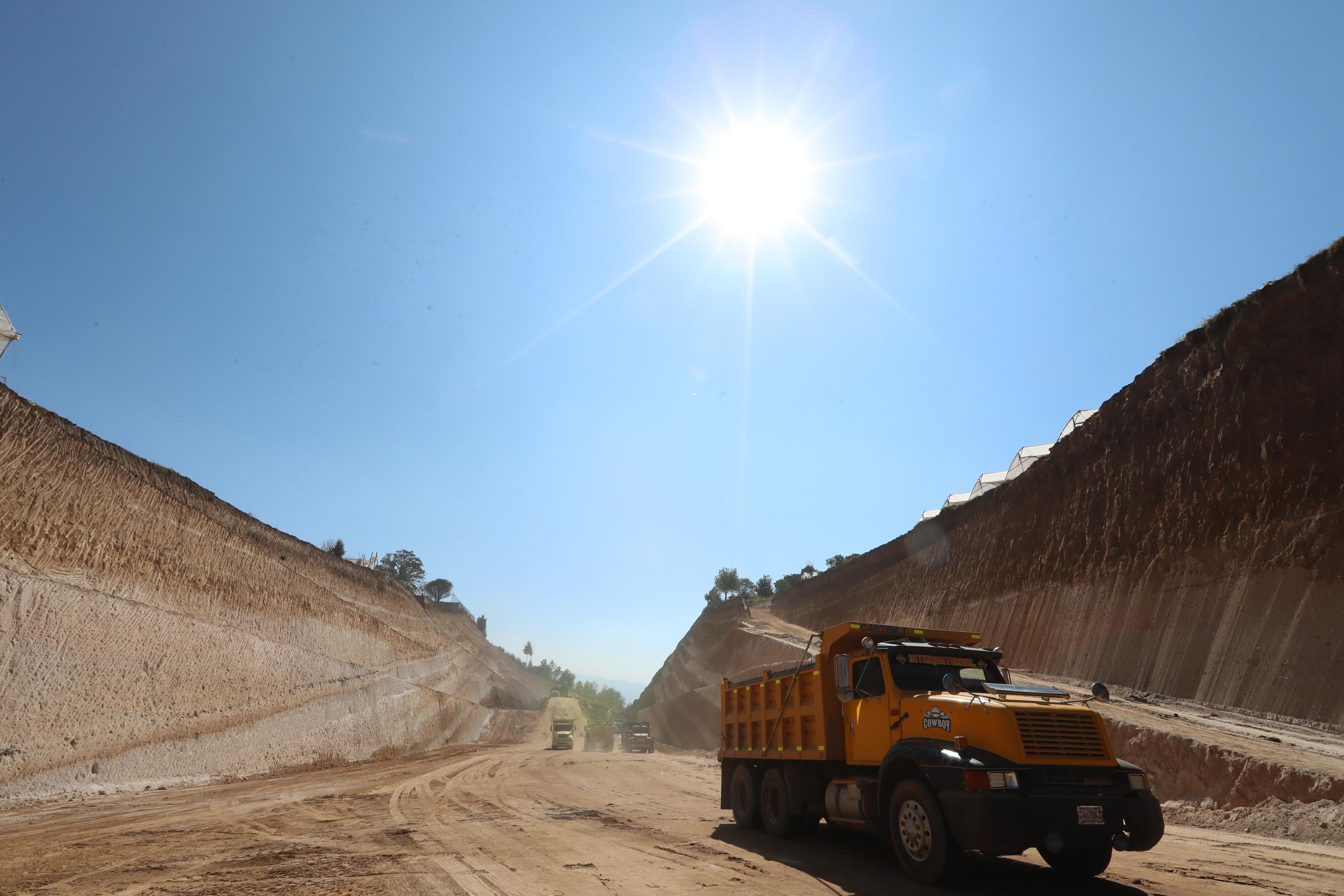 De acuerdo con las autoridades locales, solo dos kilómetros del Libramiento de Chimaltenango están pendientes de ser construidos. (Foto Prensa Libre: César Pérez Marroquín)