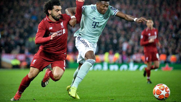 EFE2547. LIVERPOOL (REINO UNIDO), 19/02/2019.- David Alaba (d) del Bayern en acción ante Mohamed Salah (i) de Liverpool, este martes durante un partido de ida de la ronda 16 de la Liga de Campeones de la UEFA entre el Liverpool FC y el FC Bayern de Múnich, en el Anfield de Liverpool (Reino Unido). EFE/ Peter Powell