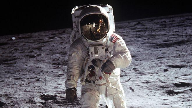 La teoría de que el hombre en realidad no llegó a la Luna es una de las más extendidas (GETTY IMAGES)
