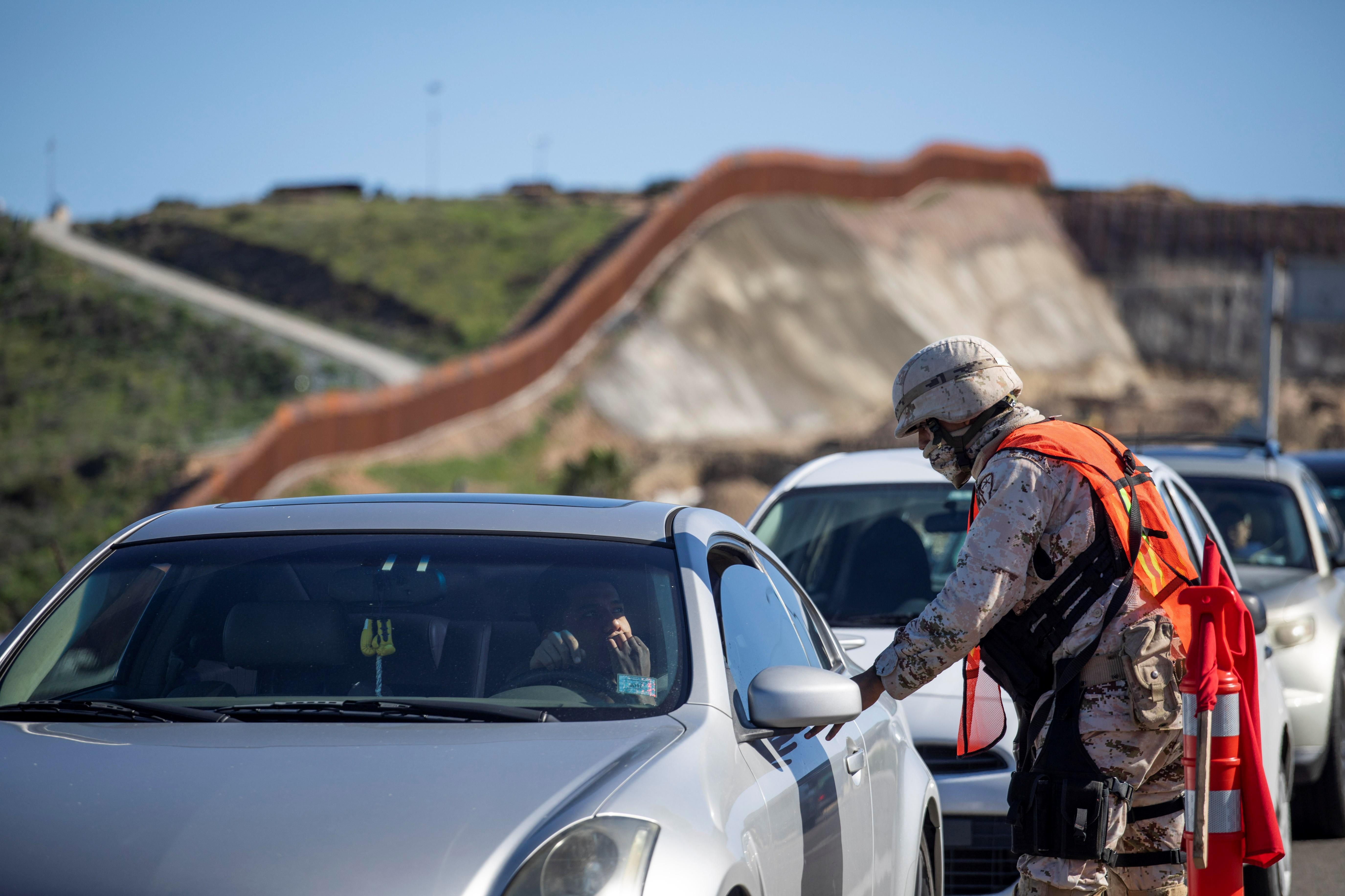 Las amenazas de lso carteles responden a los fuertes contingentes desplegados en Tijuana, dicen las autoridades. (Foto Prensa Libre: EFE)