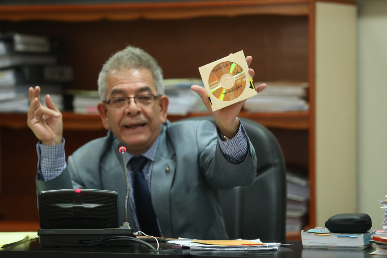 El juez Miguel Gálvez abrió una de las pruebas del caso Manipulación de Justicia. (Foto Prensa Libre: Esbin García)