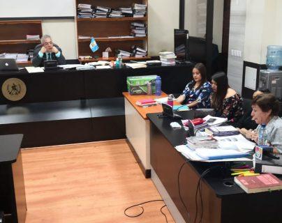Querellante señala al exfiscal Ronny López de manipular testigos a favor de la familia Melgar Padilla