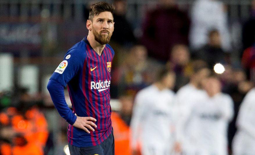 Lionel Messi es duda para el partido del miércoles contra el Real Madrid. (Foto Prensa Libre: AFP).