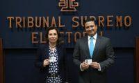 El Tribunal Supremo Electoral (TSE) hace entrega de credenciales a Sandra Torres  como candidata presidencial y Carlos Raœl Morales como candidato vicepresidencial por el Partido UNE.                                                                                             Fotograf'a Esbin Garcia 05-02- 2019.