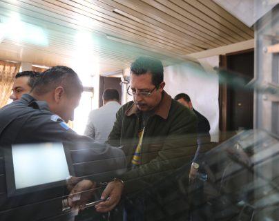 El diputado José Conrado García Hidalgo al salir del Juzgado Séptimo Penal. (Foto Prensa Libre:  Erick Avila)                 06/02/2019