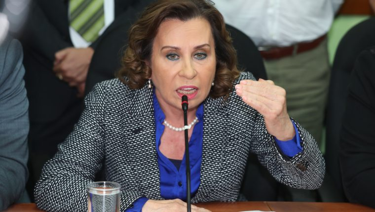 La candidata a la presidencia por el partido de la Unidad Nacional de la Esperanza (UNE), Sandra Torres, denunció por femicidio a seis editores de elPeriódico. (Foto Prensa Libre: Hemeroteca PL)