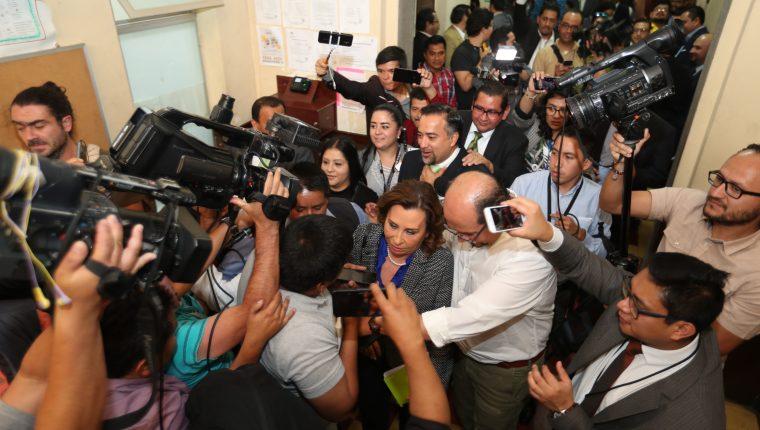 Algunos de los candidatos en problemas refieren  que el principal beneficiado por ciertas decisiones y casos presentados sería el partido  UNE, cuya candidata  es Sandra Torres. (Foto Prensa Libre: Hemeroteca PL)
