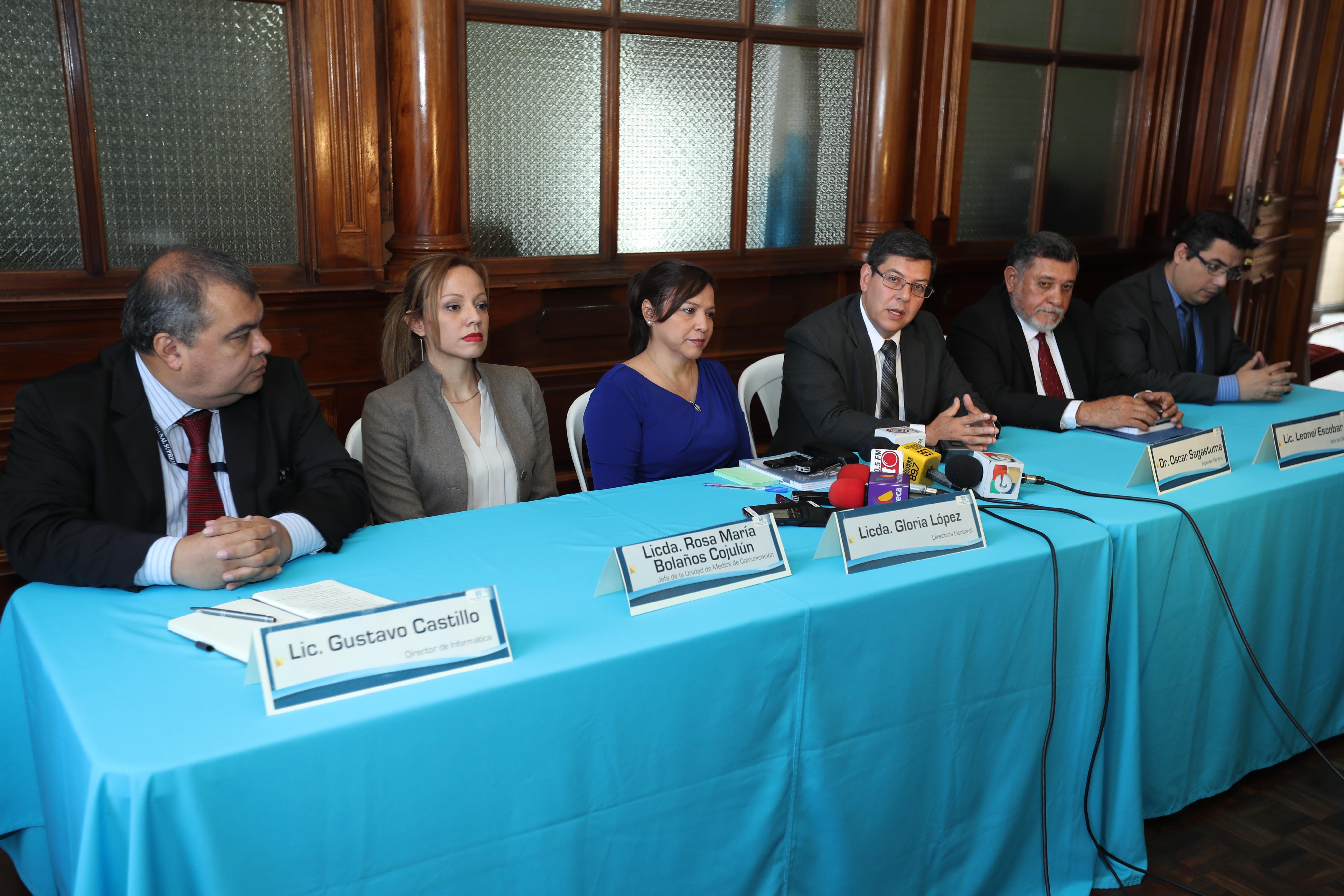 Directores de diferentes unidades  del Tribunal Supremo Electoral (TSE). (Foto Prensa Libre: Esbin García)