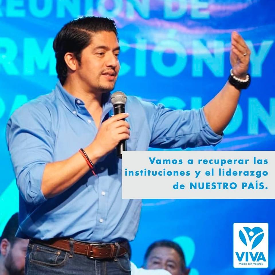 Juan Carlos Eggenberger, presidenciable del partido Viva, publica mensajes aspiracionales.