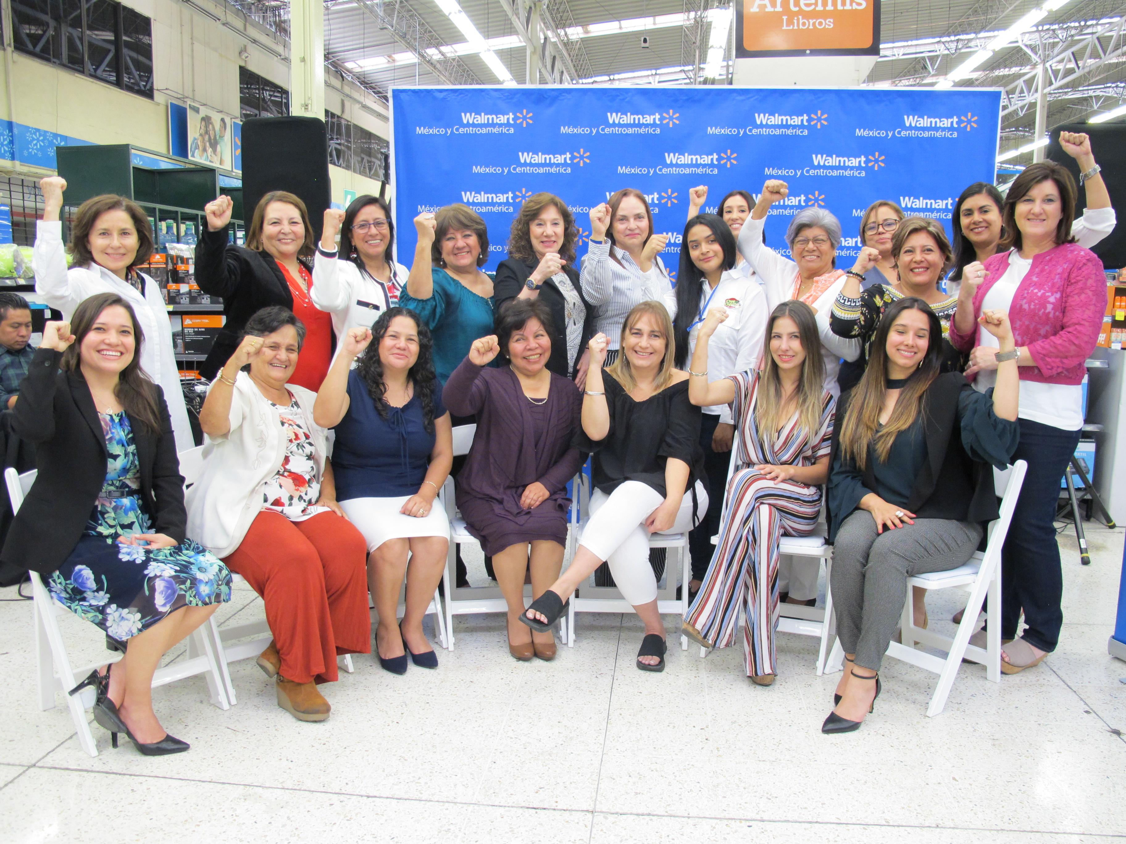 Las 20 mujeres empresarias líderes que fueron seleccionadas para el programa Cadenas de Valor de Walmart. (Foto Prensa Libre: María Reneé Gaytán)