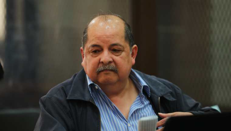 El exdiputado Alfredo Rabbé compareció en el Juzgado de Mayor Riesgo A, a cargo de Claudette Domínguez. (Foto Prensa Libre: Érick Ávila)