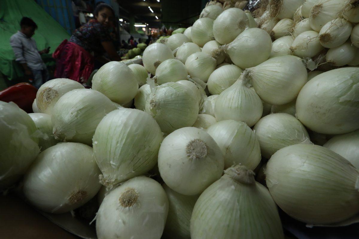 Canasta básica: Por qué la cebolla y el tomate bajaron de precio el mes pasado