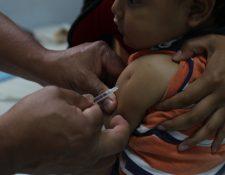 La imunización de los niños niños contra el sarampión debe hacerse a los 12 y 18 meses. (Foto Prensa Libre: Érick Ávila)