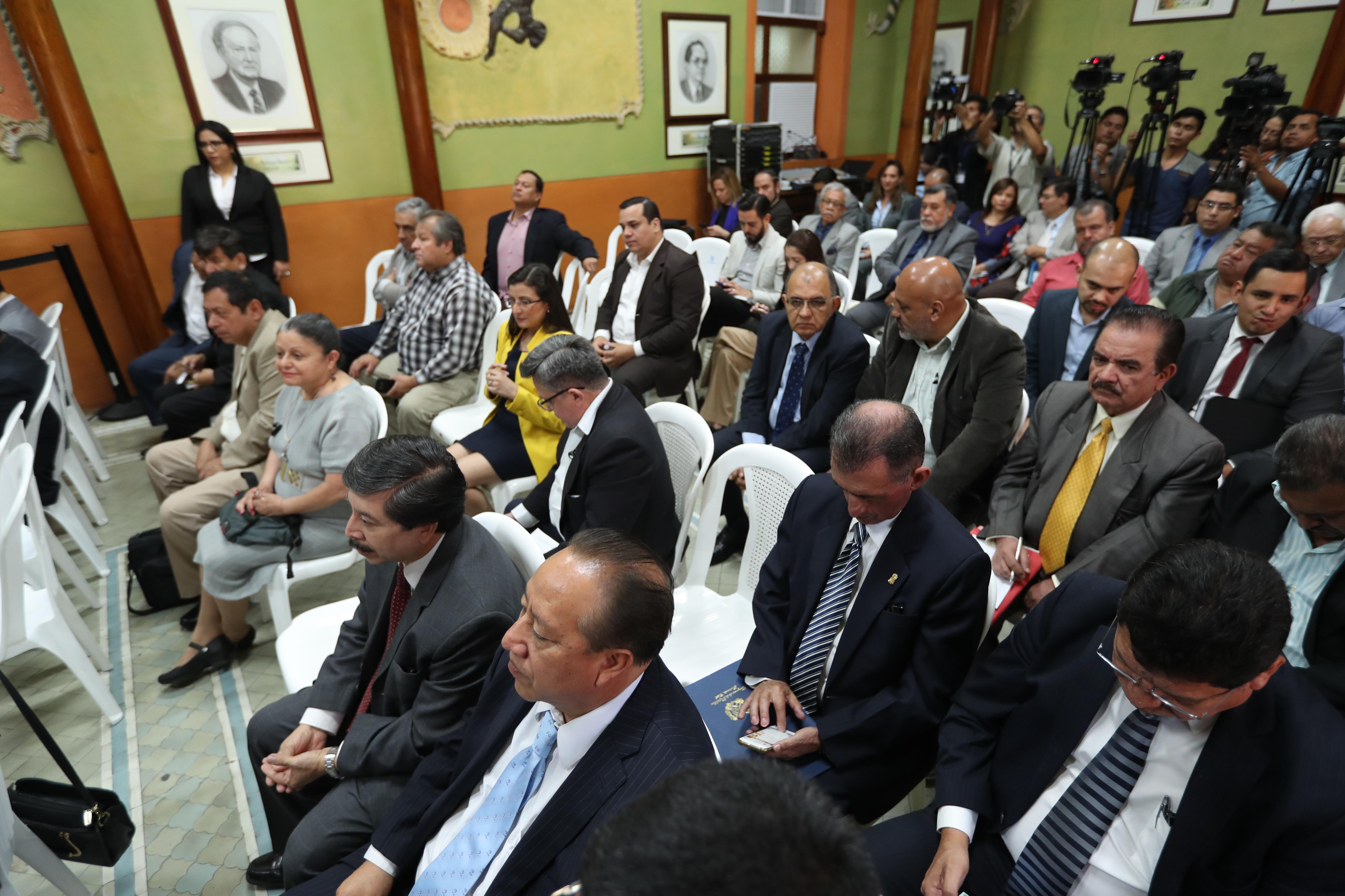Algunos partidos reconocen que sus financistas no han gestionado los libros contables ante el TSE. (Foto Prensa Libre: Hemeroteca PL)