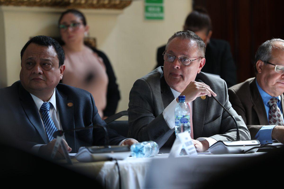 Dividida, la CSJ rechaza retiro de antejuicio a ministro de Salud, Carlos Soto