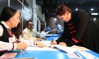 Thelma Aldana emite su voto durante las Elecciones CANG  2019 para Colegio de Abogados se lleva a cabo en el Parque de la Industria.  foto por Carlos Hern‡ndez 08/02/2019