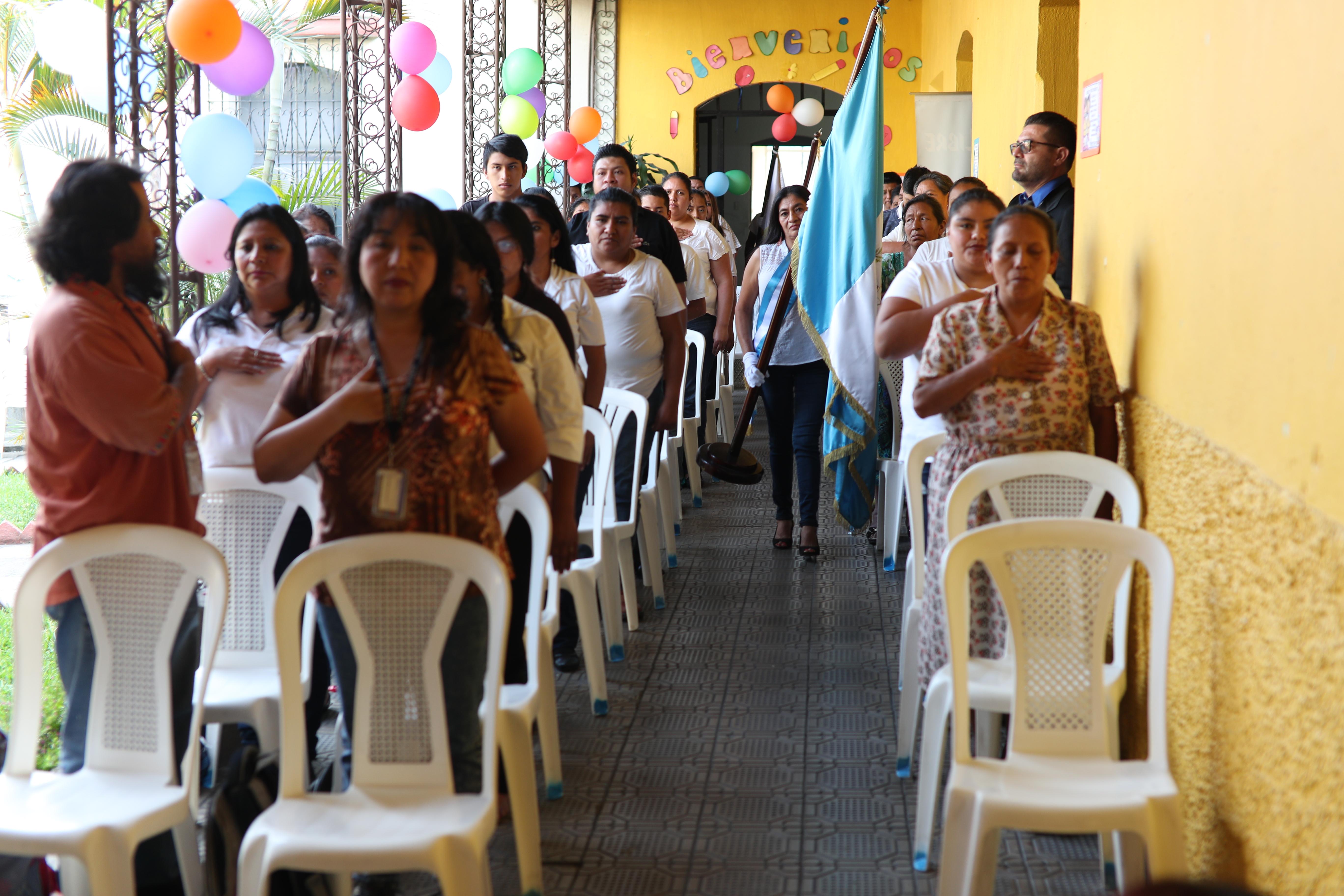 Estudiantes de la Escuela de Voceadores de Prensa Libre participan en la inauguración del ciclo escolar 2019. (Foto Prensa Libre: Carlos Hernández).