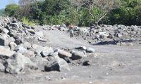 Recorrido por el cause del R'o Achiguate, en la Comunidad Las Palmas,   la acumulaci—n de sedimentos debido a la violenta erupci—n del Volcan de Fuego representa riesgos para las comunidades aleda–as.  foto por Carlos Hern‡ndez 26/02/2019